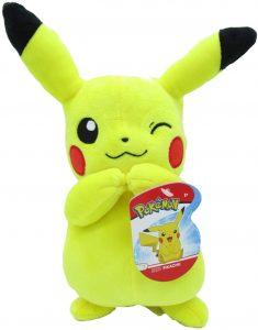 Peluche de Pikachu de 20 cm de Ash - Los mejores peluches de Pikachu de Pokemon - Peluches de Pokemon